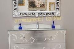 Bagno mod. Tiziano 1 lavabo laccato bianco 2 cassetti foglia argento con dipinto fatto a mano top cristallo foglia argento