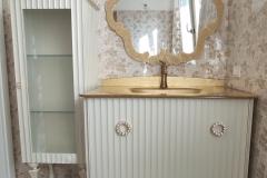Bagno scannellato con vetrina abbinata bianco perla