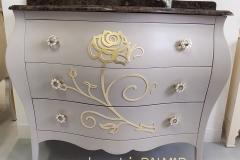 Bagno tortora con rilievo rose foglia oro