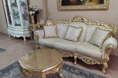 Divano stile Barocco foglia oro imbottitura stoffa damascata crema
